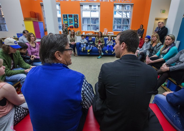 Hall of Famer Carlton Fisk, left, and Adam Wainwright tell stories at the Hutch School for staff and kids whose relatives are being treated for cancer. (Steve Ringman/The Seattle Times)