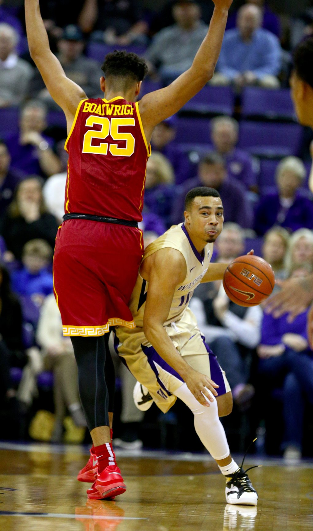 Washington's Andrew Andrews fights his way past USC's Bennie Boatwright in the first half.  (John Lok/The Seattle Times)
