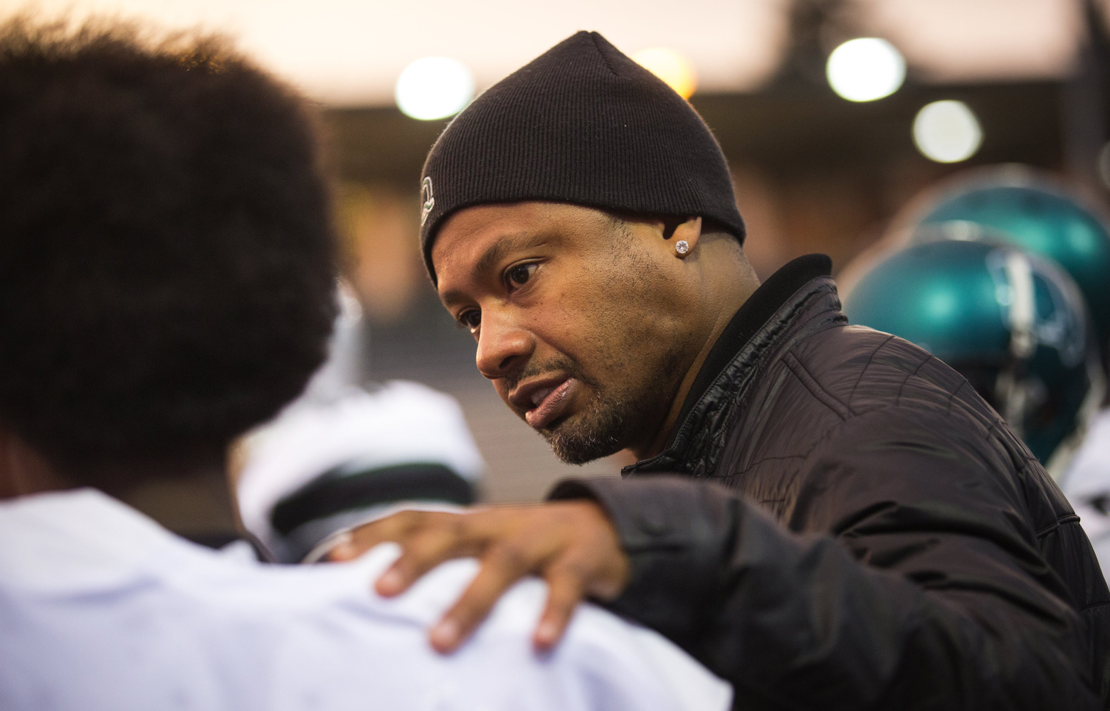 Franklin head coach Mario Bailey, a former Washington wide receiver on the 1991 championship team, talks with a player during the game against Chief Sealth at Southwest Athletic Complex on Friday, Oct.