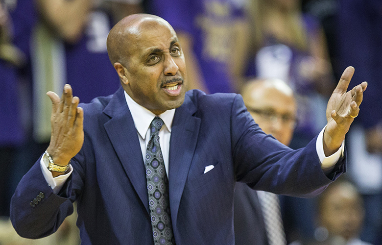 Lorenzo Romar complains about the no-call against his offense in the 2nd half.