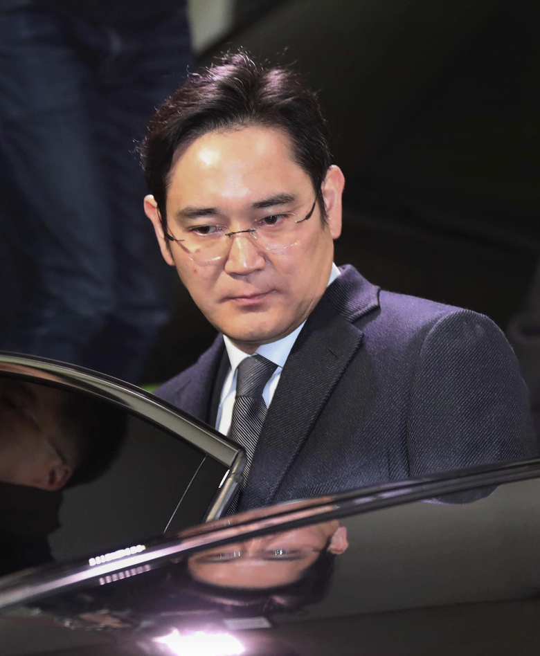 Lee Jae-yong, the vice chairman of Samsung Electronics, gets into a car to leaves the office of the independent counsel in Seoul, South Korea, Tuesday, Feb. 14, 2017. South Korean prosecutors are attempting for a second time to arrest Lee, Samsung's de facto leader, who faces bribery allegations in connection with a massive political scandal. (Lee Sang-hack/Yonhap via AP)