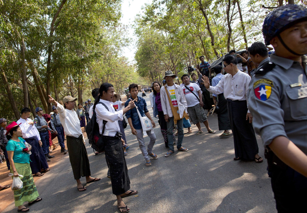 Student protesters confront officials and police officer that try to prevent them from traveling to join another group of students in a monastery, in Letpadan, north of Yangon, Myanmar, Monday, March 2. 2015. Truckloads of police prevented hundreds of students from marching onward to Myanmar's old capital Monday to protest a new law that they say will curb academic freedom. (AP Photo/Gemunu Amarasinghe)