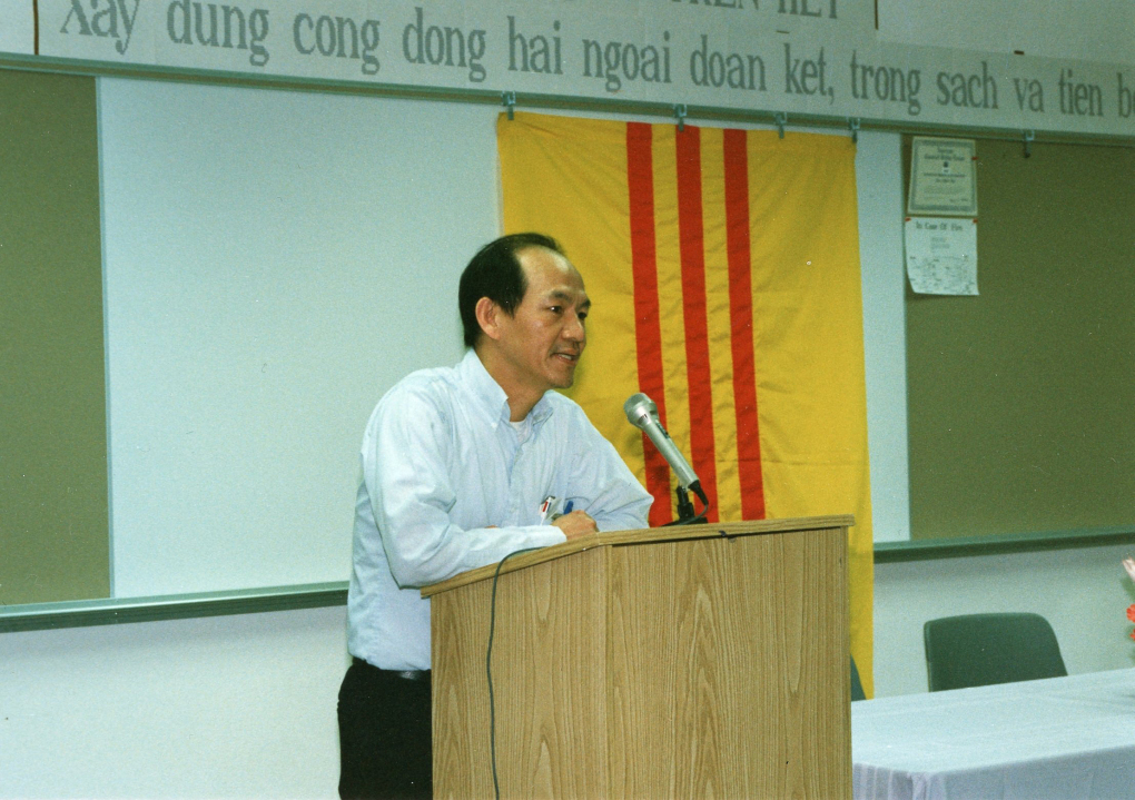 In this undated photo from the early 1980s, Duc Tan speaks at a meeting with the Republic of Vietnam's flag behind him.  (Courtesy of Thanh Tan)