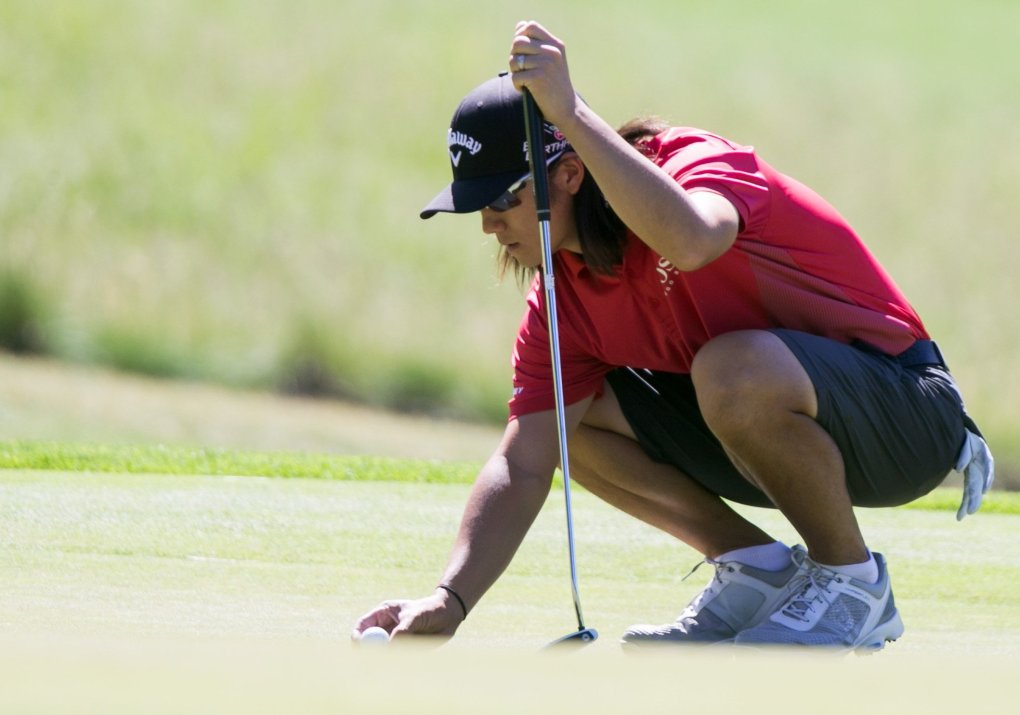 Former UW golfer Richard Lee lines up a putt on his way to finishing second at the sectional qualifying at Tumble Creek Club. (Bettina Hansen / The Seattle Times)