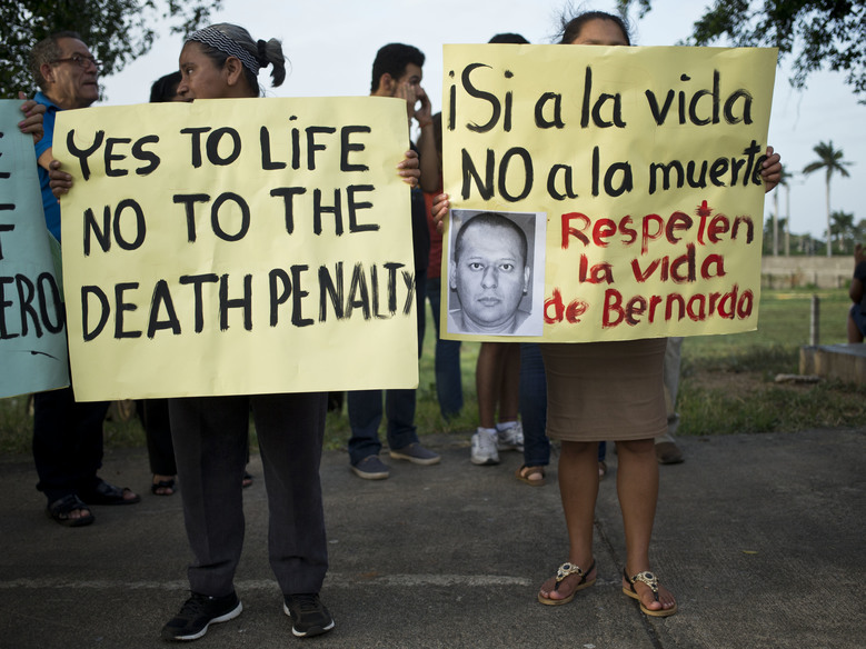 "Members of the Nicaraguan Human Rights Center, CENIDH, hold signs against the execution in the U.S. of  Nicaraguan Bernardo Aban Tercero in Managua, Nicaragua, Monday, Aug. 24, 2015.  Tercero, whose age was in dispute during the trial, was sentenced to death in October 2000 in connection with the March 1997 fatal shooting of Robert Berger, 38, a Reagan High School English teacher.  The execution is scheduled for next Wednesday Aug. 26 in Huntsville, Texas.  The sign at right reads in Spanish, ""yes to life, no to death. Respect Bernardo's life""(AP Photo/Esteban Felix)"
