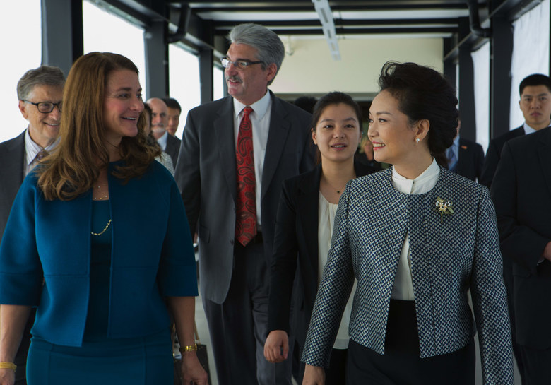 Peng Liyuan, wife of Chinese president Xi Jinping, (right) chats with Melinda Gates, with the Bill and Melinda Gates Foundation as she walks towards a lab for a tour at the  Fred Hutchinson Cancer Research Center in Seattle. At far left is Bill Gates, Co-Chair and Trustee of the Bill and Melinda Gates Foundation and at center is Dr. Gary Gilliland, president and director at Fred Hutch.  (Ellen M. Banner / The Seattle Times)