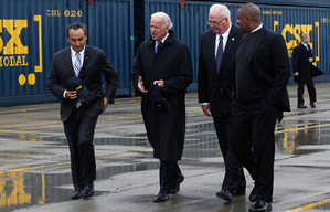 File-This Nov. 6, 2013, file photo shows Mr. Oscar Munoz, Chief Operating Officer and Executive Vice President of CSX Corporation, left, Vice President Joe Biden, second from left, Wilby Whitt, CSX Intermodal Terminals Inc. president, second from right, and Secretary of Transportation Anthony Foxx, touring the CSX facility, N. Baltimore, Ohio. Munoz, the new CEO of United Airlines faces a daunting list of problems he must fix, including late flights and technology that too often suffers embarrassing outages. (Amy E. Voigt/The Blade via AP)