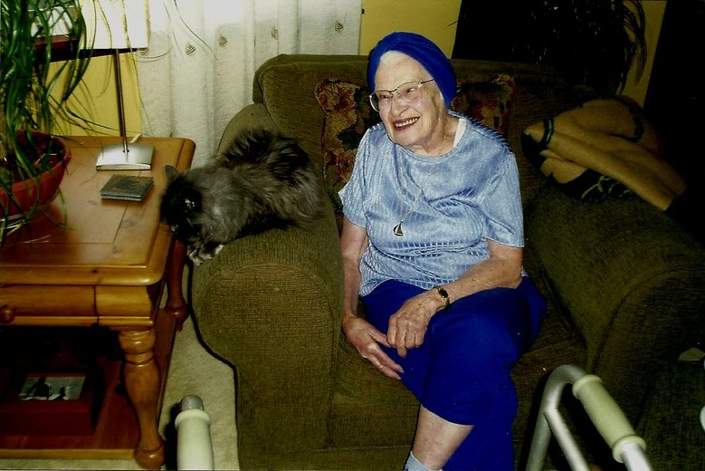 Edith Macefield and her cat at home in 2005. She refused to sell her house to developers. (photo courtesy Barry Martin)