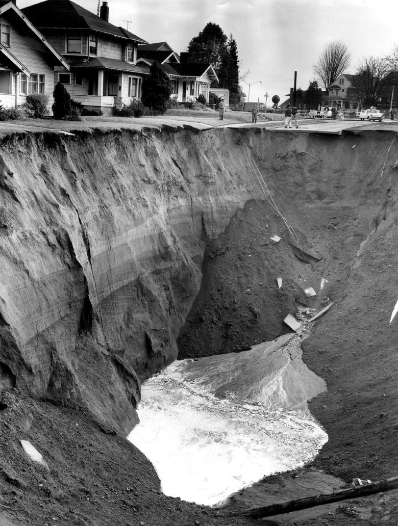 A ground view of the Ravenna sinkhole taken Nov. 15, 1957. (George Carkonen / The Seattle Times)
