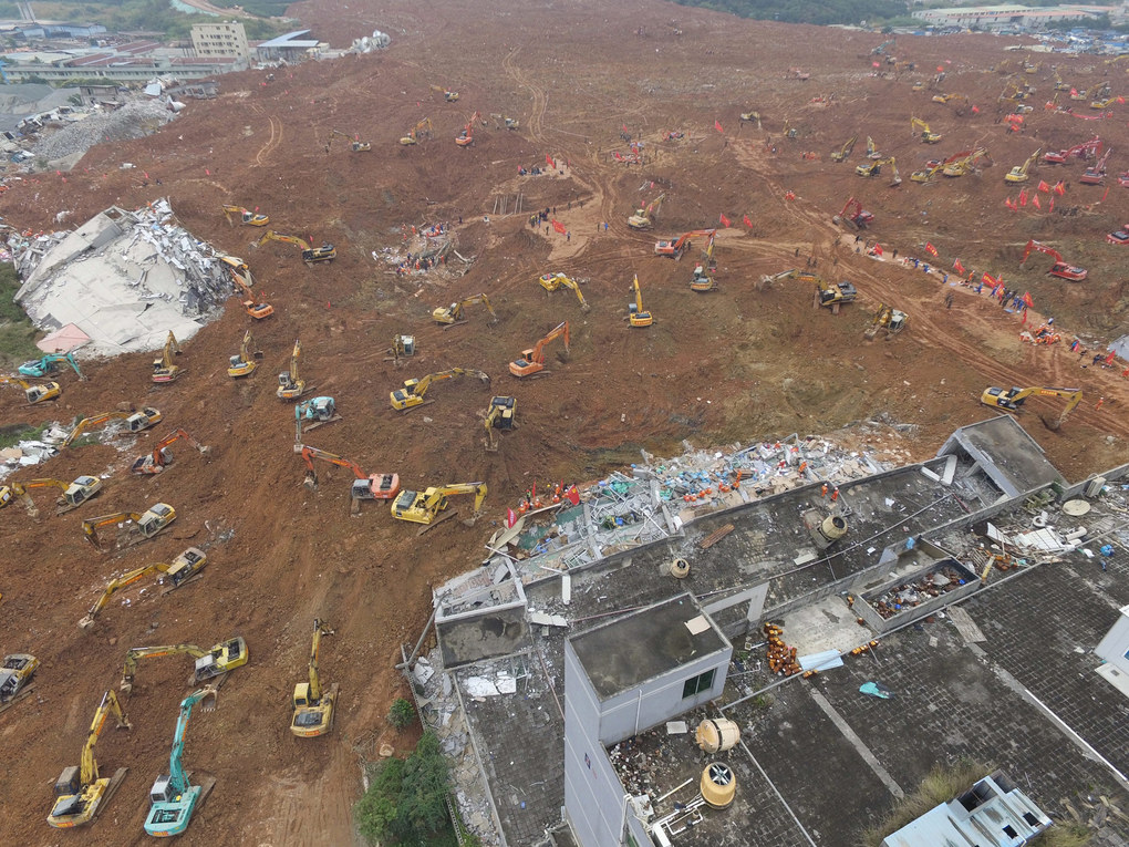 An aerial view shows rescuers searching for missing people in the collapsed factory buildings which were brought down by the December 19 landslide in Shenzhen in south China's Guangdong province, December 22, 2015. At least 81 people were reported missing before a first body was dug out of thick mud in southern China on December 22 morning at the industrial estate, which was hit by a landslide that buried dozens of buildings in mud up to 10 meters thick, the China News Service reported.  EPA/STRINGER