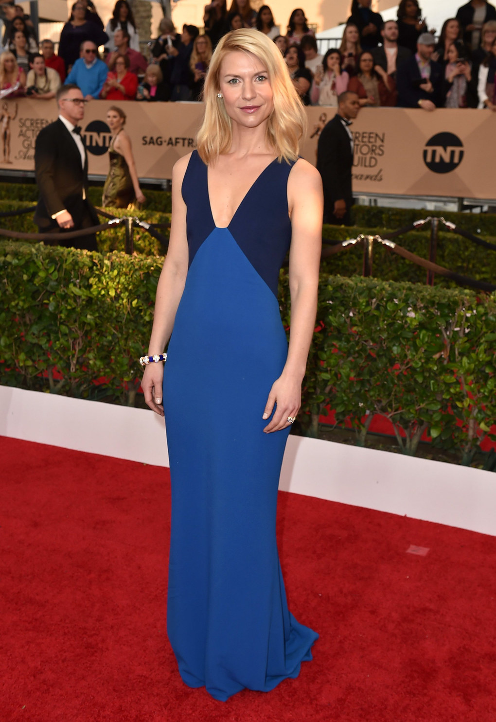 Claire Danes arrives at the 22nd annual Screen Actors Guild Awards at the Shrine Auditorium & Expo Hall on Saturday, Jan. 30, 2016, in Los Angeles. (Photo by Jordan Strauss/Invision/AP)