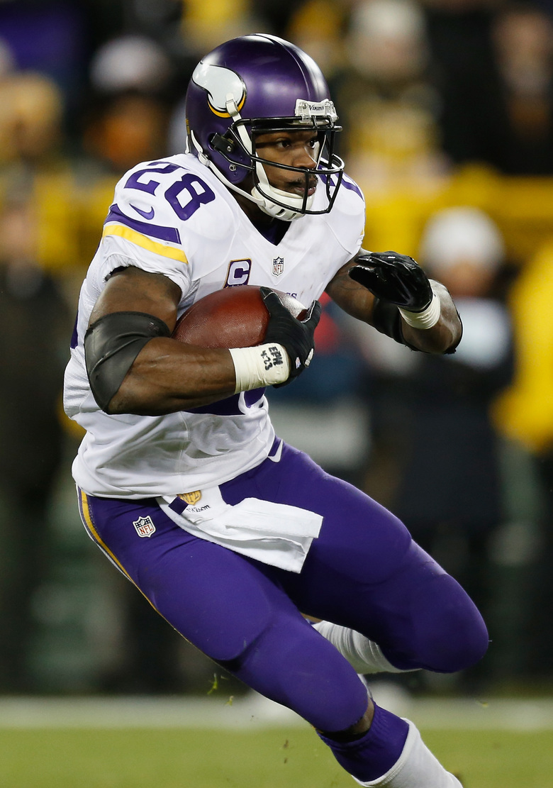 Adrian Peterson #28 of the Minnesota Vikings carries the ball during the second quarter against the Green Bay Packers at Lambeau Field on January 3, 2016 in Green Bay, Wisconsin. (Wesley Hitt/Getty Images)