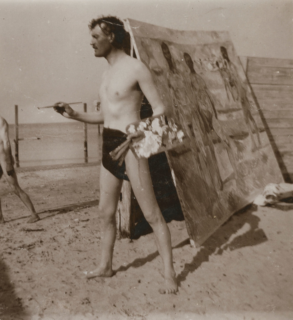 Edvard Munch pauses while painting on the beach at Warnemnde, Germany, in 1907. (Courtesy Munch Museum, Oslo)