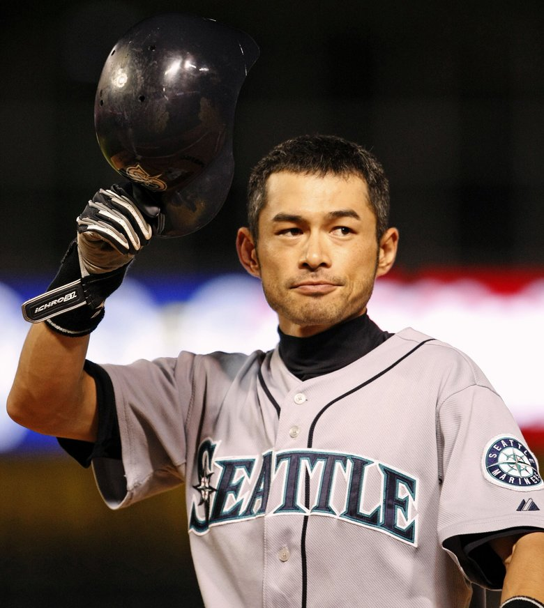 Ichiro acknowledges the crowd in Arlington, Texas, after recording his 200th hit of the season on Sept. 13, 2009. (Ron Jenkins/McClatchy Newspapers)