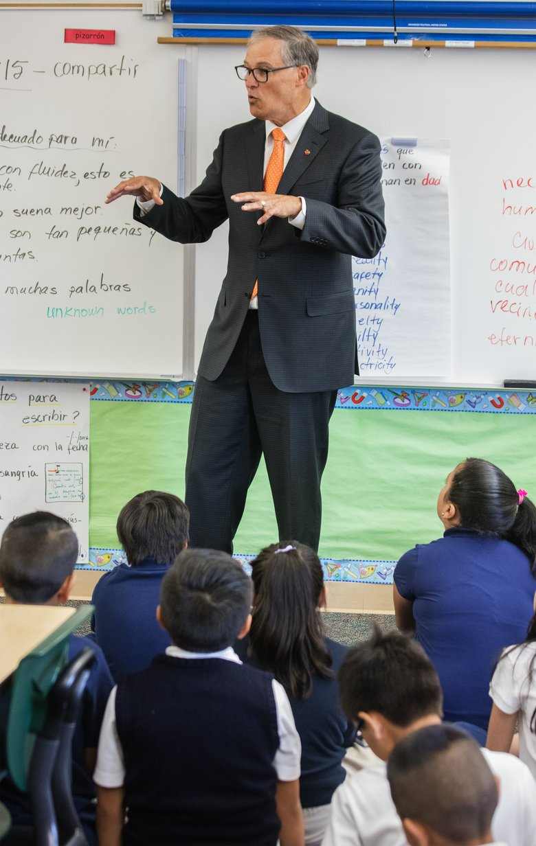 Gov. Jay Inslee visits a Spanish-English dual-language class at Mount View Elementary School in the Highline district.  (Steve Ringman/The Seattle Times)