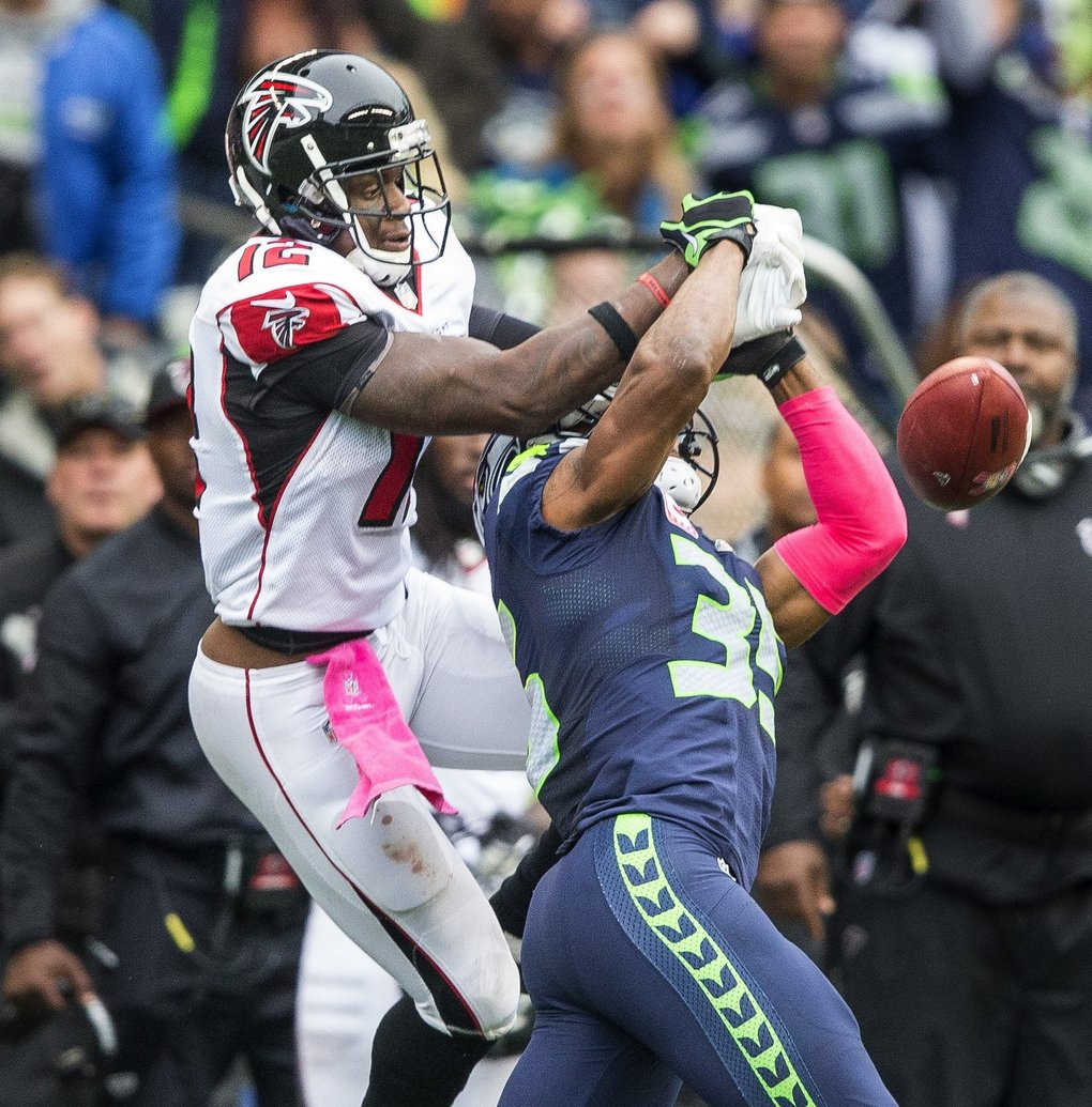 DeShawn Shead comes up big for Seattle on 3rd and 10 in the fourth quarter. (Dean Rutz / The Seattle Times)