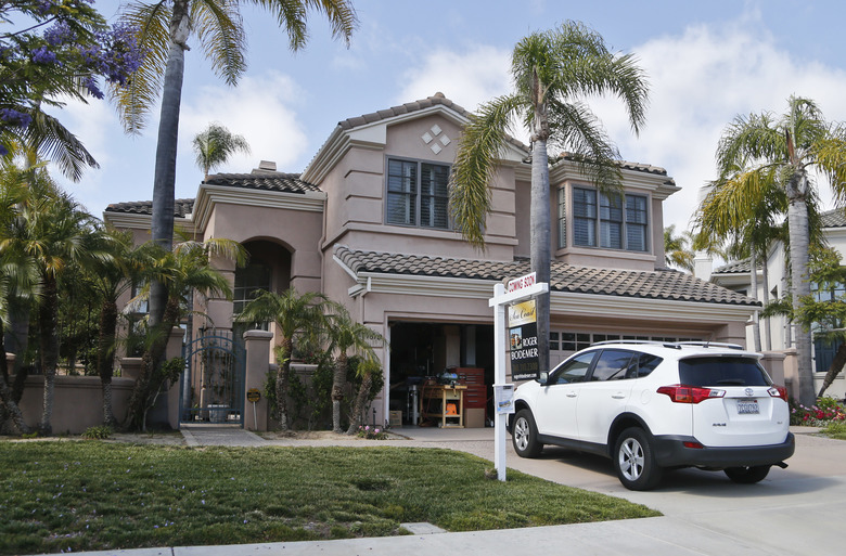 FILE – This Thursday, May 26, 2016, file photo shows a home for sale in Carlsbad, Calif. On Wednesday, Nov. 23, 2016, Freddie Mac reports on the week's average U.S. mortgage rates. (AP Photo/Lenny Ignelzi, File)