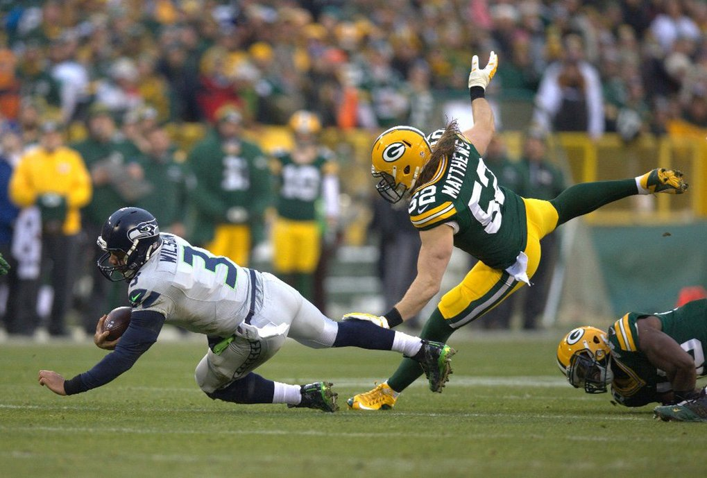 Seahawks quarterback Russell Wilson scrambles for a first down in the first quarter. (Dean Rutz / The Seattle Times)