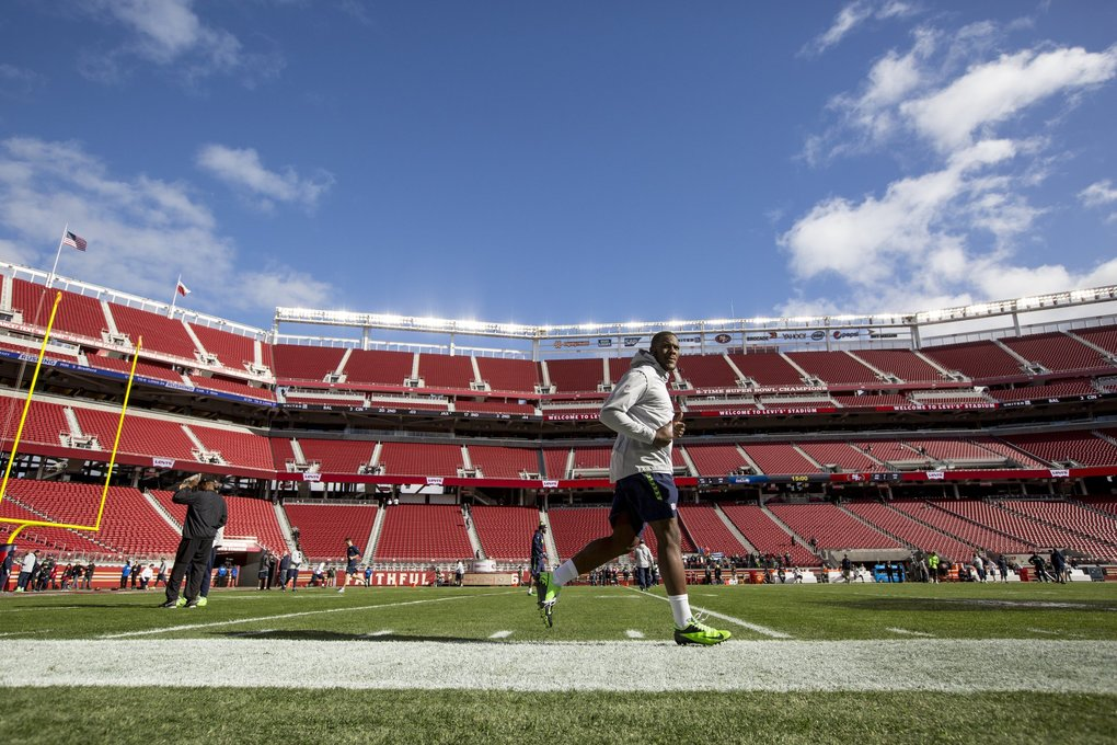 Seahawks defensive lineman Frank Clark warms up before the game. (Bettina Hansen / The Seattle Times)