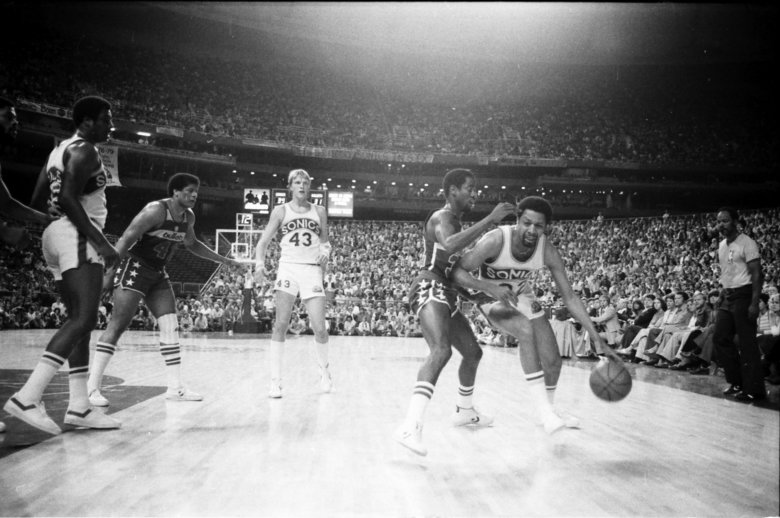 Fred Brown drives to the basket as the Sonics play the Bullets in the 1979 NBA Finals on May 27, 1979 in Seattle. (Richard Heyza / The Seattle Times)