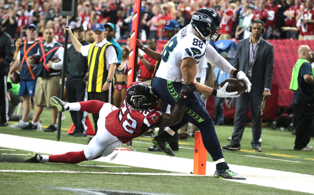 Seahawk Jimmy Graham scores a touchdown during the first quarter as Atlanta Falcons Keanu Neal defends during Saturday's game at the Georgia Dome in Atlanta.  (Mike Siegel / The Seattle Times)