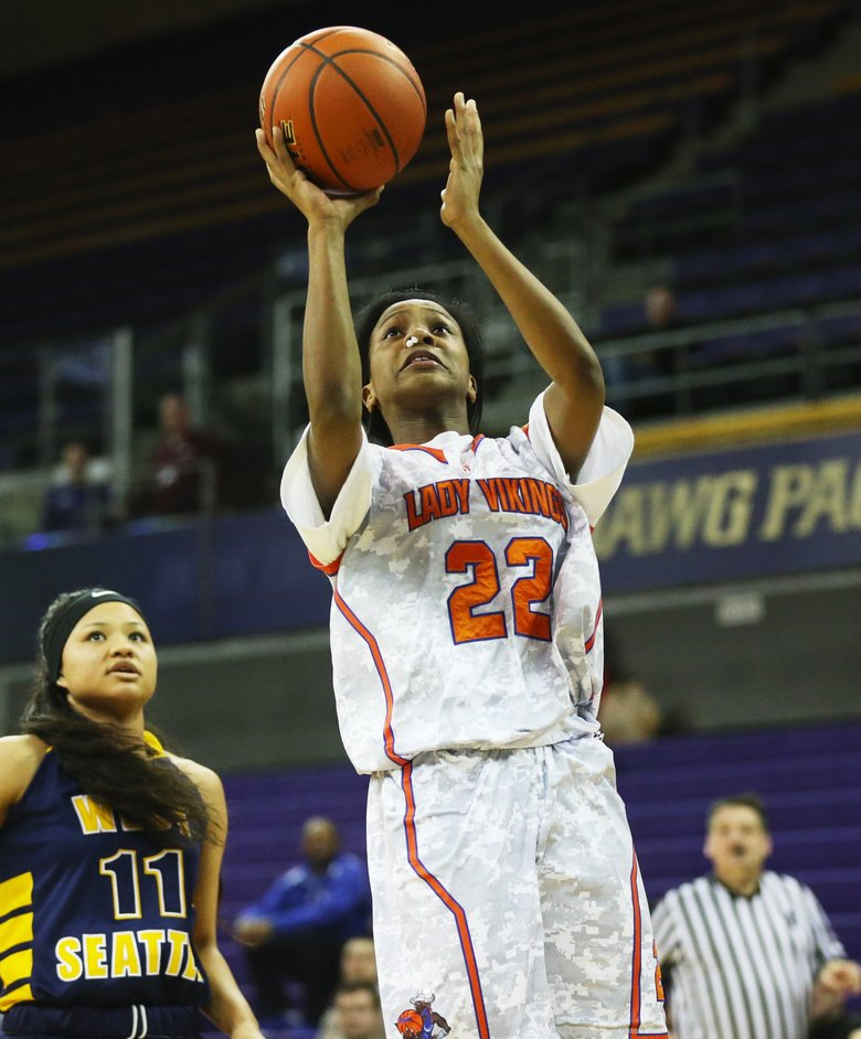 Xerina Walker (22) of Rainier Beach shoots. (Ken Lambert/The Seattle Times)