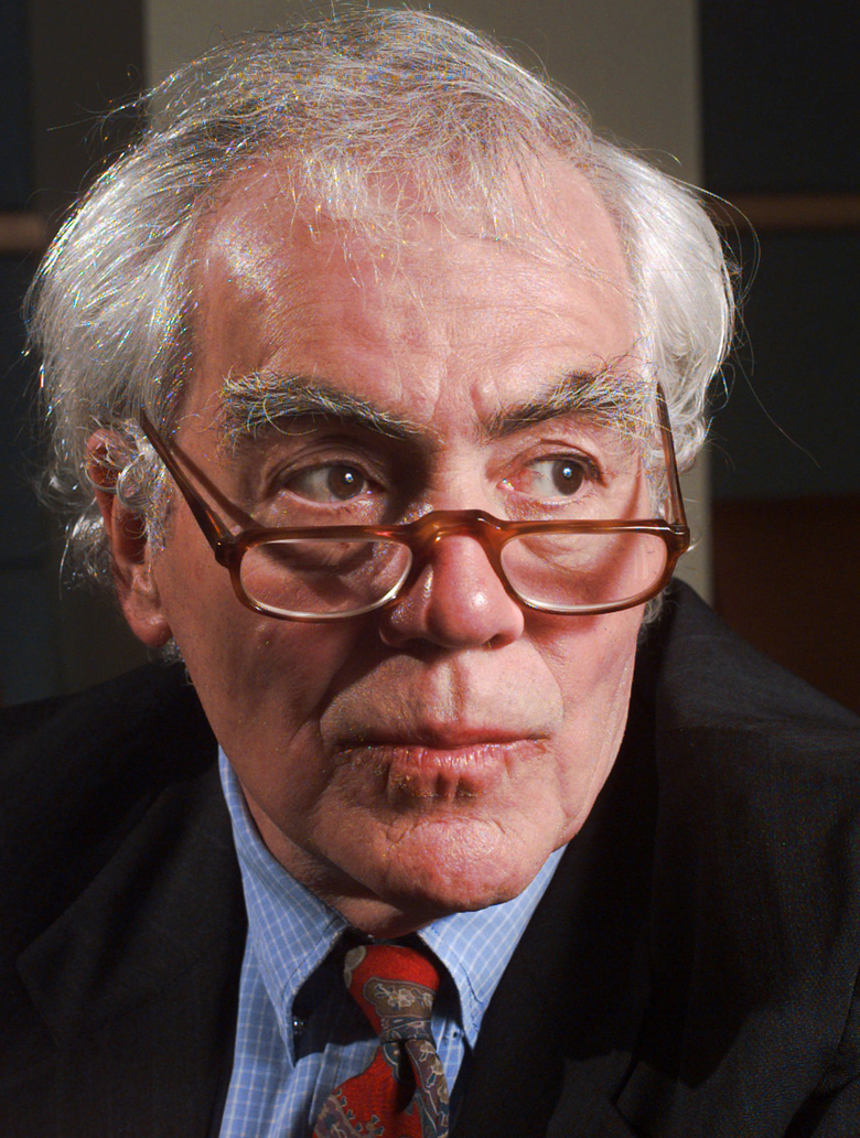 FILE – In this April 3, 1997, file photo author-columnist Jimmy Breslin poses for a portrait at Long Island University in the Brooklyn borough of New York. Breslin, the Pulitzer Prize-winning chronicler of wise guys and underdogs who became the brash embodiment of the old-time, street smart New Yorker, died Sunday March 19, 2017. His stepdaughter said Breslin died at his Manhattan home of complications from pneumonia. (AP Photo/Mark Lennihan, File)