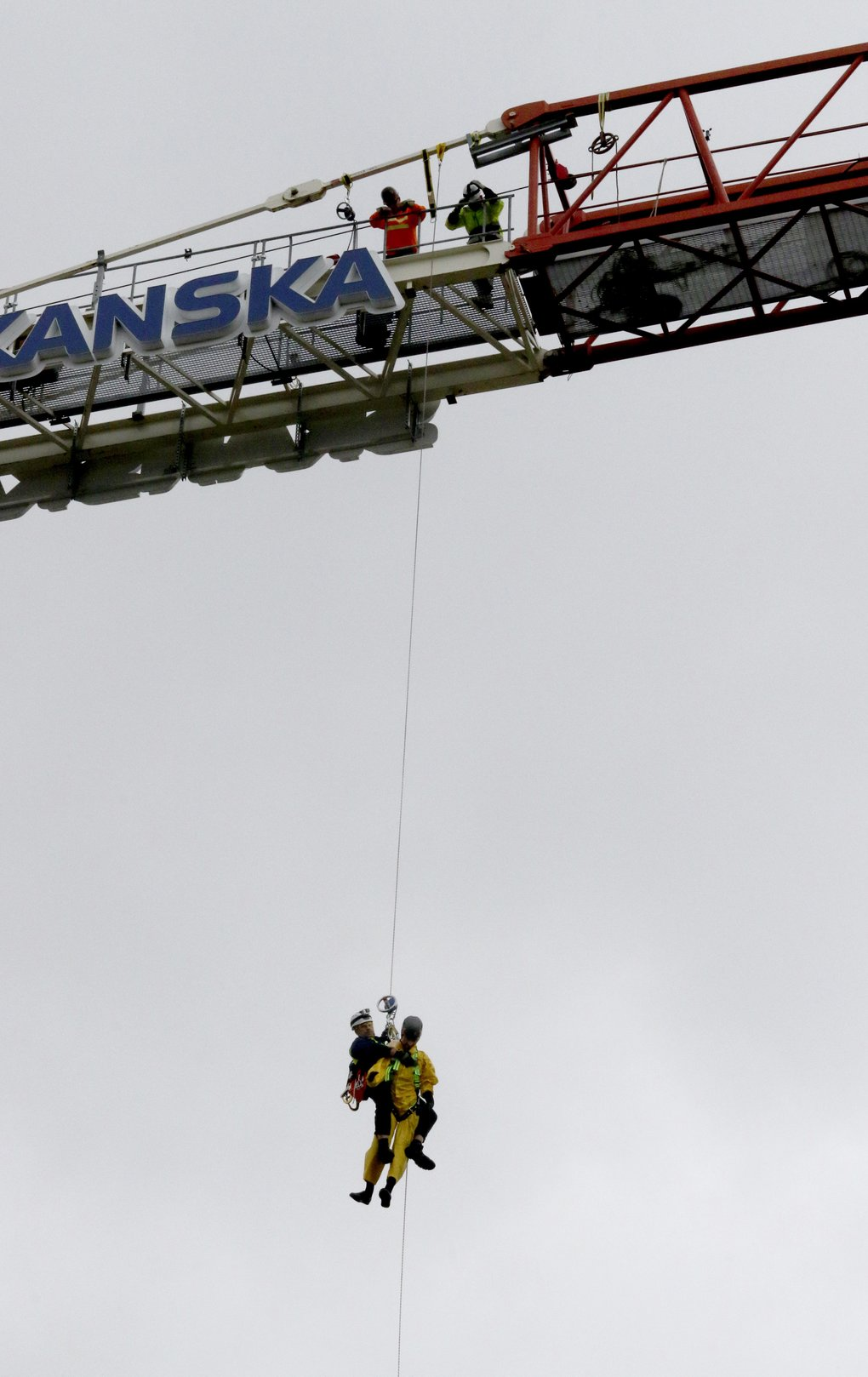 Douglas Boehm, with Guardian Fall Protection, carries out a sky-high rescue with a dummy at the Skanska construction site for the new Burke Museum.  (Alan Berner/The Seattle Times)
