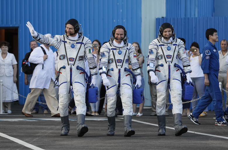 Space capsule with 3 astronauts blasts off to orbiting lab ...