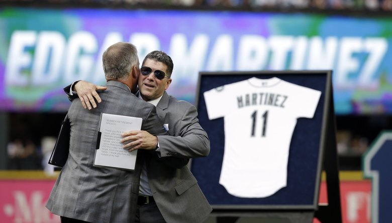 Mariners take the field with salute to Edgar Martinez