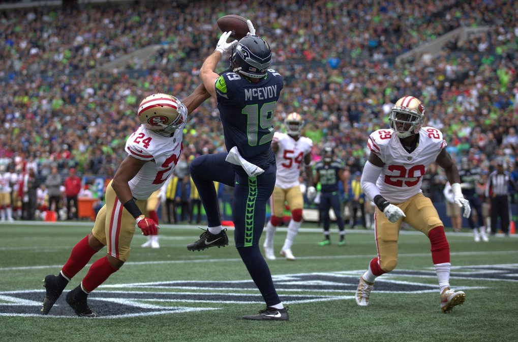 Tanner McEvoy can't make the catch on third down in the first quarter. (Dean Rutz / The Seattle Times)