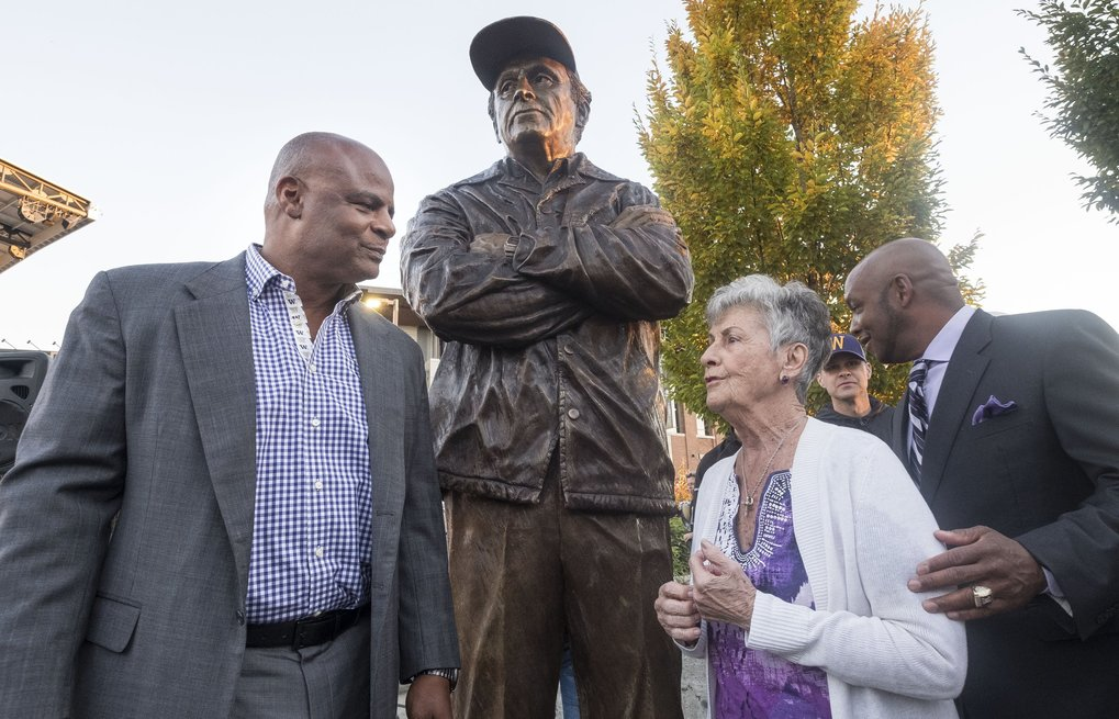 Carol James talks with former Husky quarterback Warren Moon following the unveiling of the statue of Don James outside Husky Stadium. (Dean Rutz / The Seattle Times)