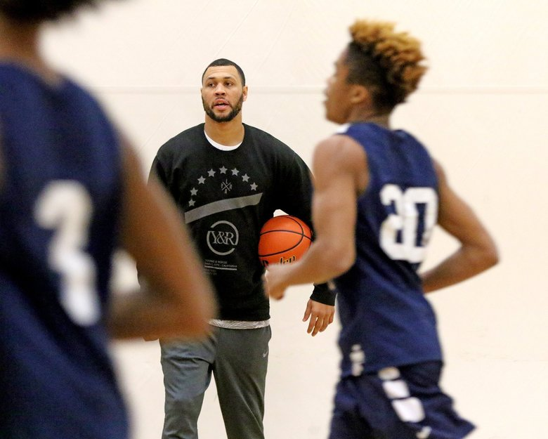 Ex-Husky and NBA star Brandon Roy, pictured at as head coach of Nathan Hale at a 2016 practice. Roy left Hale for the job at his alma mater, Garfield,  after one season. (Greg Gilbert / The Seattle Times)