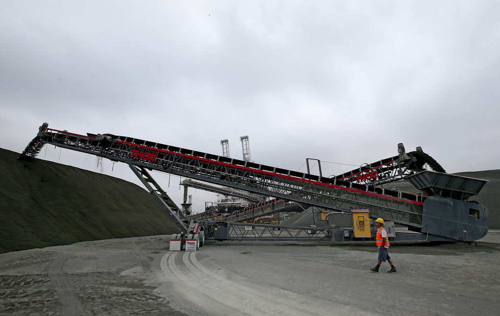 At the Port of Long Beach in California, conveyors are used to unload the gravel and sand from the quarry on Vancouver Island.  (Luis Sinco/TNS)