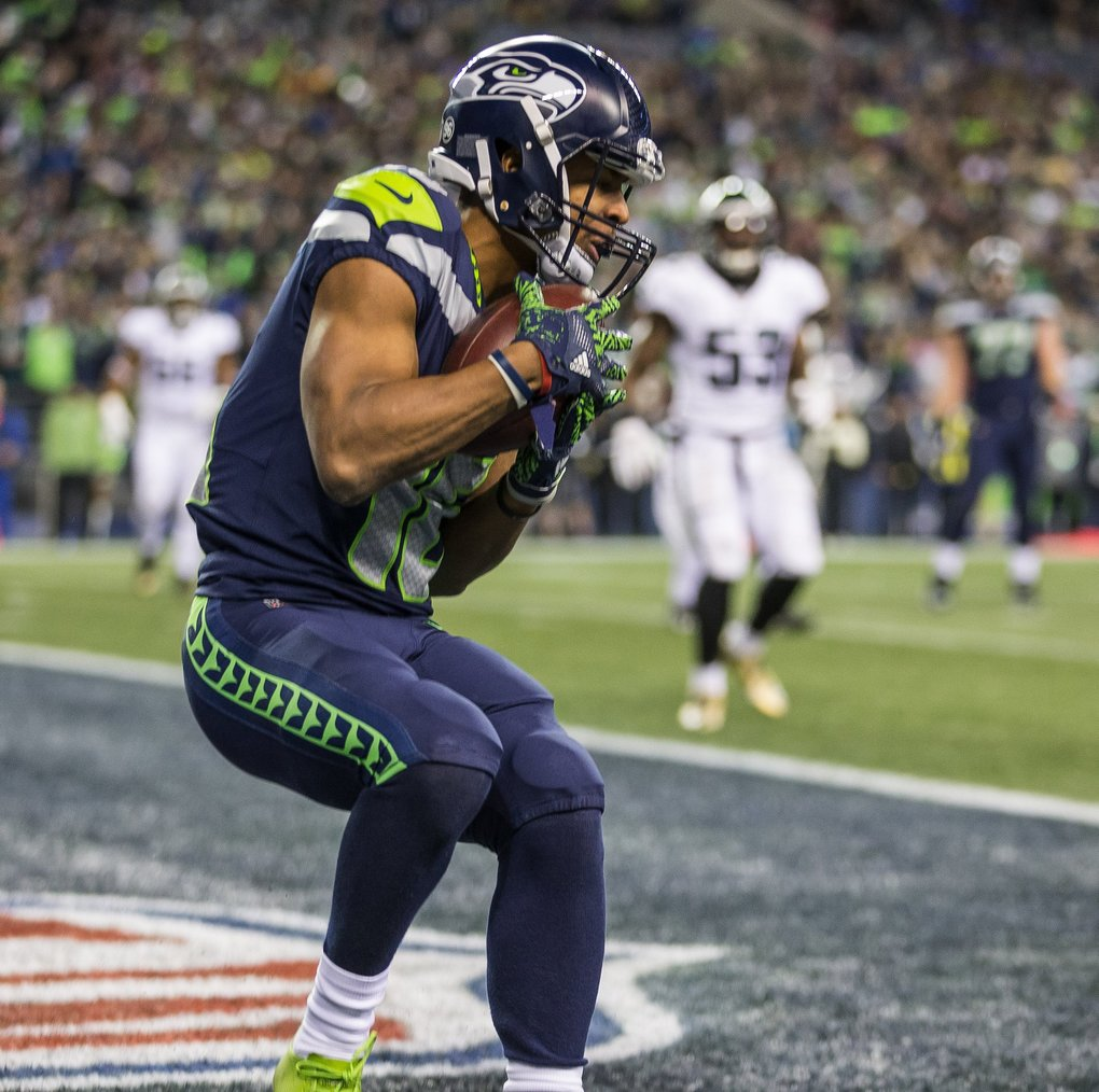 Tyler Lockett pulls in the 1 yard touchdown pass from Russell Wilson in the 3rd quarter. (Dean Rutz / The Seattle Times)