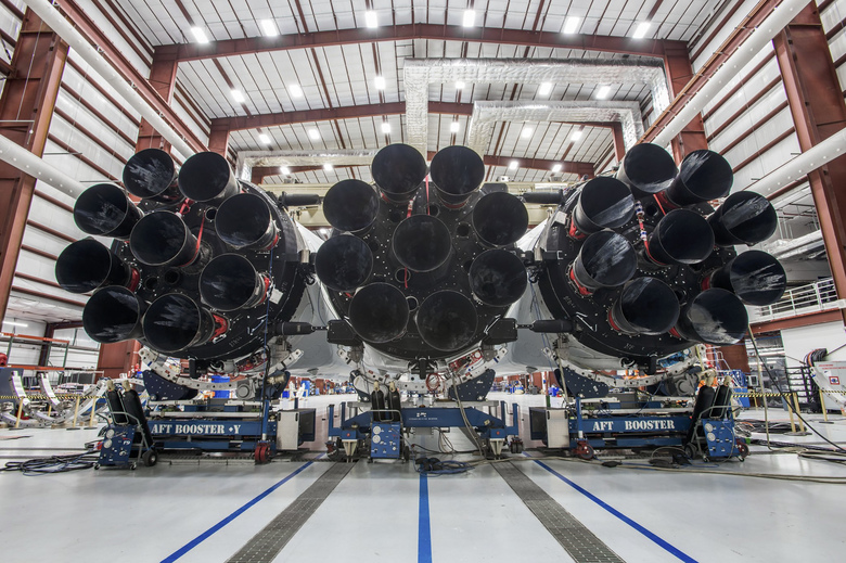 Falcon Heavy finally fires up for the first time
