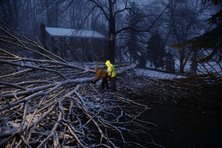 7 killed, 1mn without power as massive storm pounds US