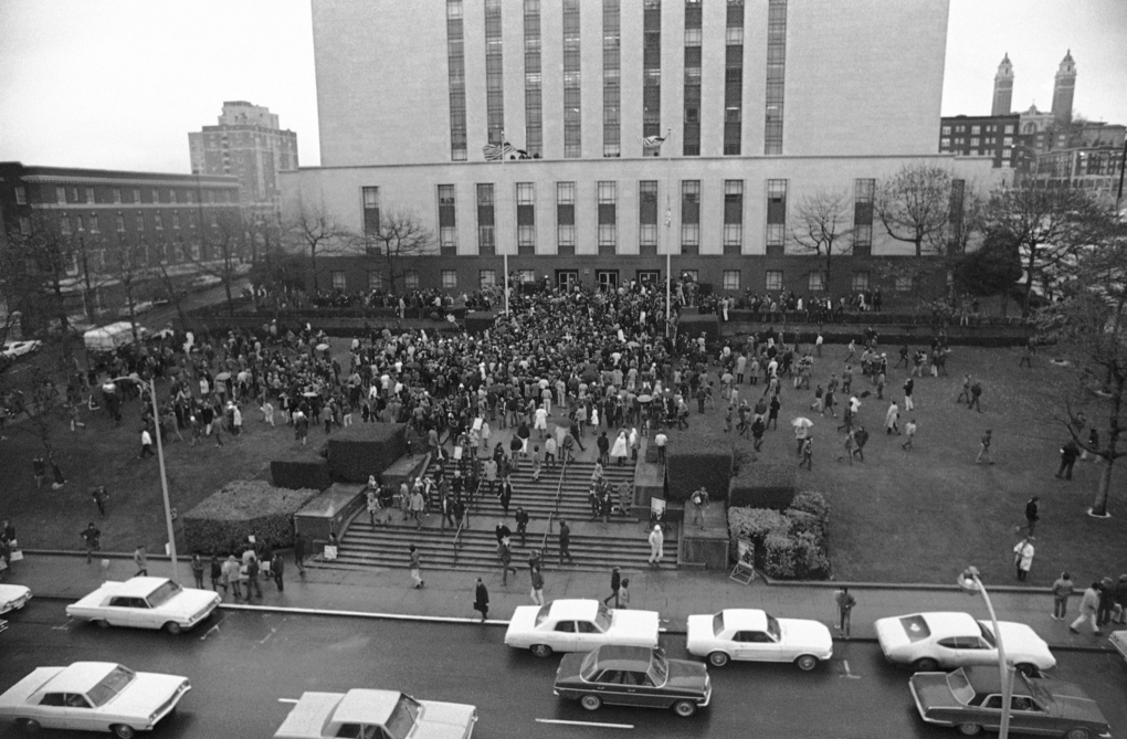 FEB. 17, 1970: More than 2,000 demonstrators gathered in front of the U.S. Courthouse in downtown Seattle to protest the contempt-of-court citations against seven defendants at the Chicago conspiracy trial. (Barry Sweet/The Associated Press)