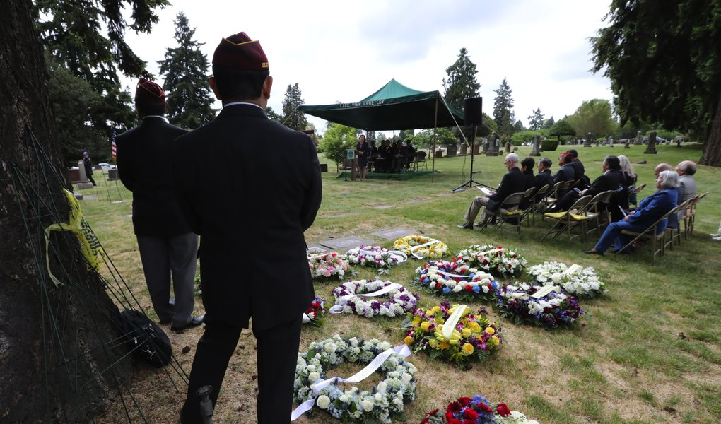 The Memorial Day service at Lake View Cemetery on Capitol Hill was the 73rd annual honoring Japanese-American veterans. (Alan Berner/The Seattle Times)