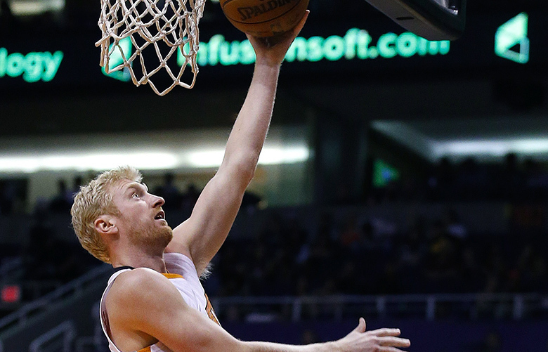 Phoenix Suns' Chase Budinger scores as Los Angeles Clippers' Wesley Johnson, right, watches during the second half of an NBA basketball game Wednesday, April 13, 2016, in Phoenix. The Suns defeated the Clippers 114-105. (AP Photo/Ross D. Franklin)