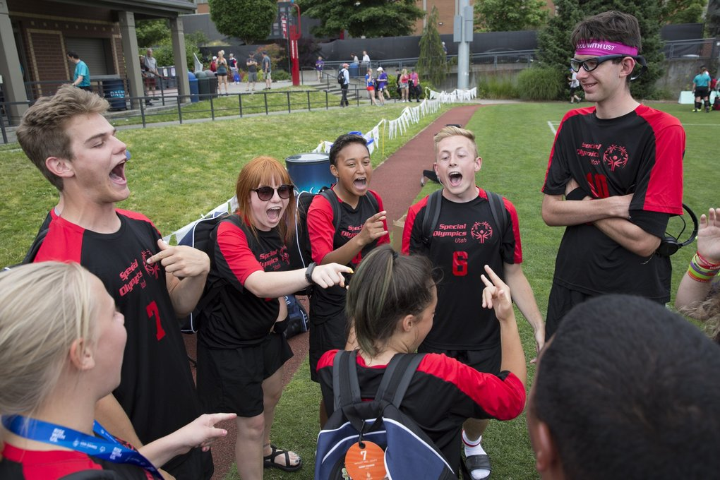 "Utah players, from left, John Ruff, Sierra Webster, Jocelyne Lopez-Peralta, Boston Iacobazzi, and Tanner Cluff, sing ""I Want It That Way"" by the Backstreet Boys after their  Special Olympics unified soccer game against Arizona at Seattle University's Championship Field in Seattle on  Wednesday, July 4, 2018.  (Jason Redmond / Special to The Seattle Times)"