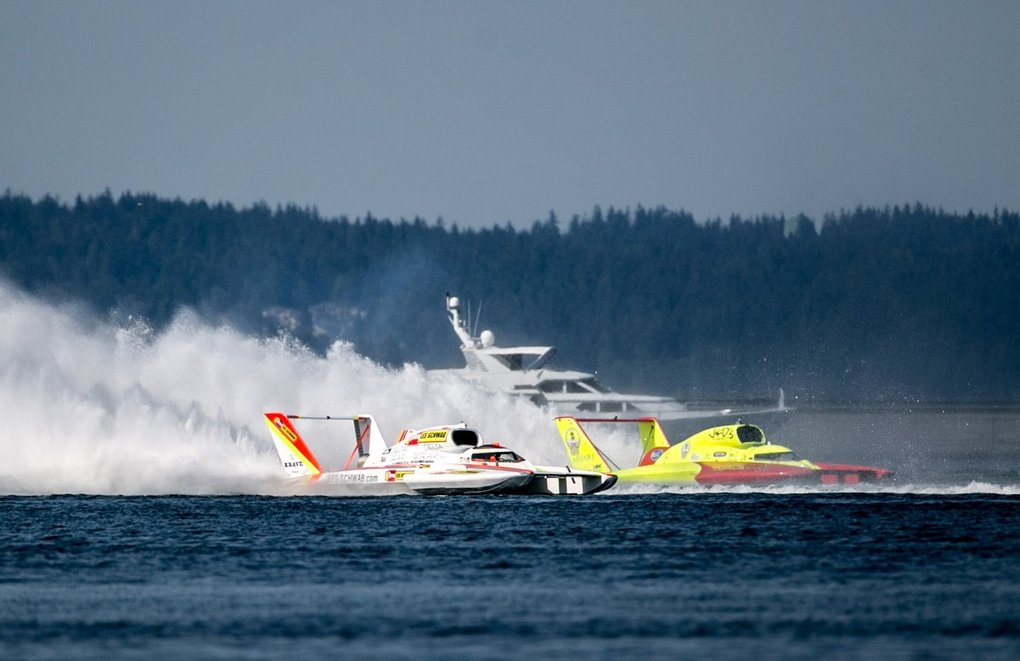 Hydroplanes round the north end of the course during the heat 3b of the race, on the last day of the Seafair Festival in Genesee Park, August 5, 2018. (Rebekah Welch / The Seattle Times)