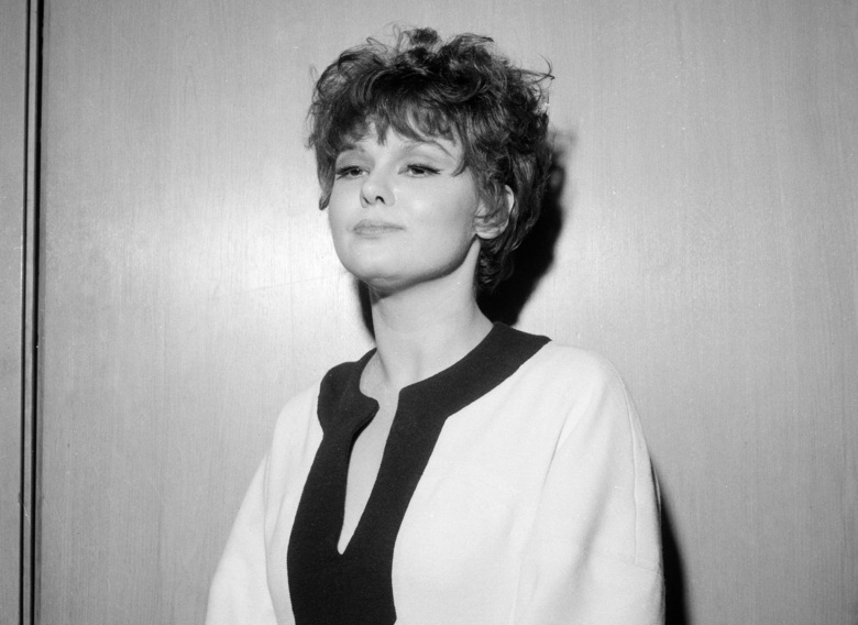 "Actor Barbara Harris, star of Broadway's ""The Apple Tree,"" in 1967. Harris, whose intelligence, impish good looks and winsomely neurotic manner brightened Broadway musicals in the '60s and in films such as ""Nashville,"" ""Freaky Friday"" and ""A Thousand Clowns,"" died Tuesday, Aug. 21. She was 83.  (Marty Lederhandler/AP)"