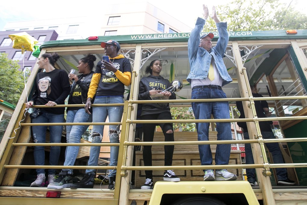 Storm Head Coach Dan Quinn claps for the crowd at a victory parade for winning the 2018 WNBA Championships, their third league trophy, Sunday September 16, 2018 around the Seattle Center. (Bettina Hansen / The Seattle Times)