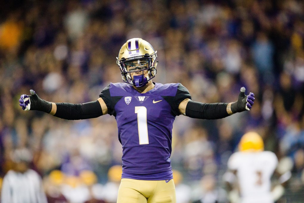 Defensive back Byron Murphy hypes up the crowd during the Huskies' win over Arizona State. (Rebekah Welch / The Seattle Times)