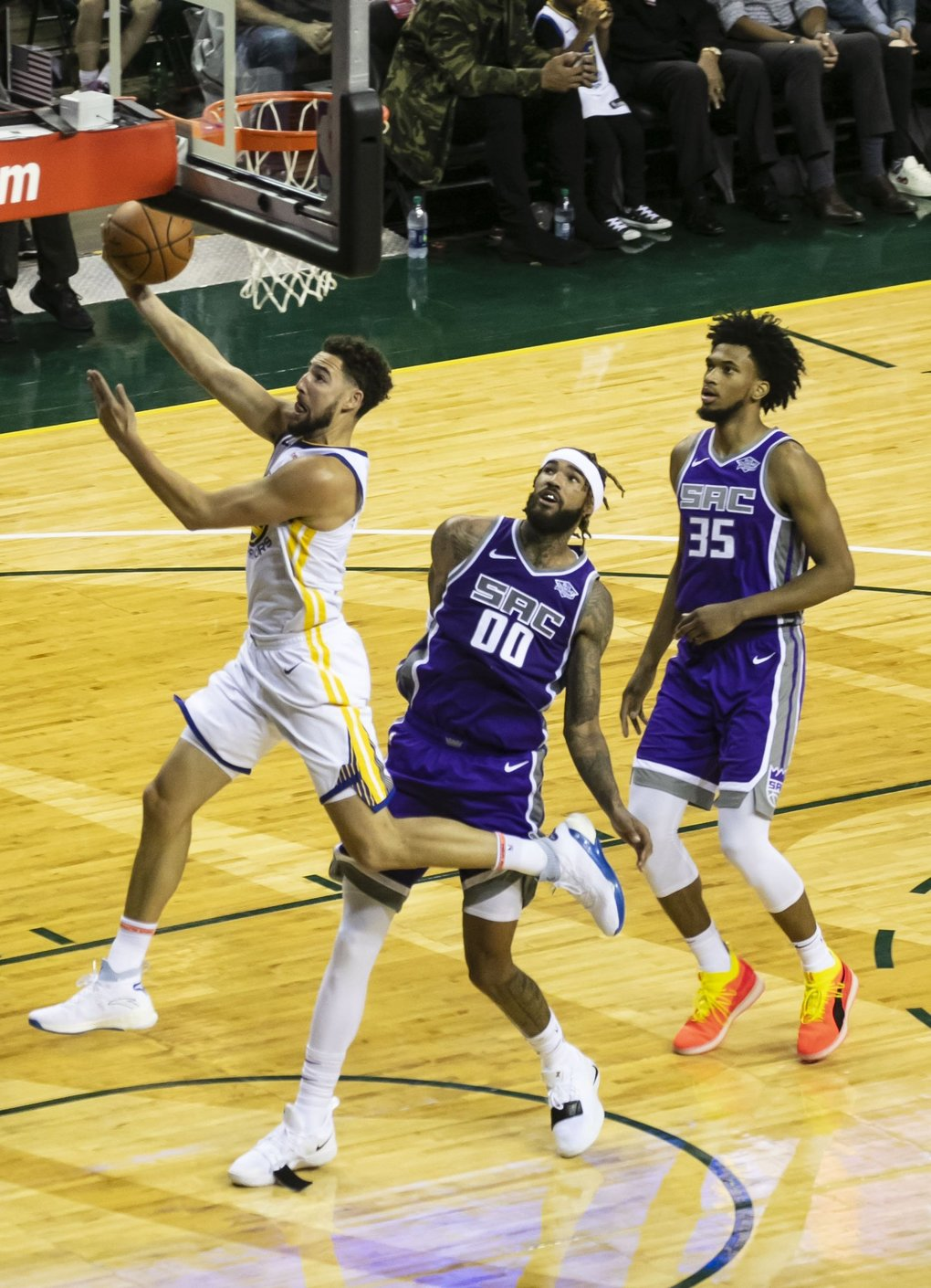 Guard Klay Thompson (11) drives to the basket during the Golden State Warriors versus Sacramento Kings game in Seattle Friday, Oct. 5, 2018. (Erika Schultz / The Seattle Times)