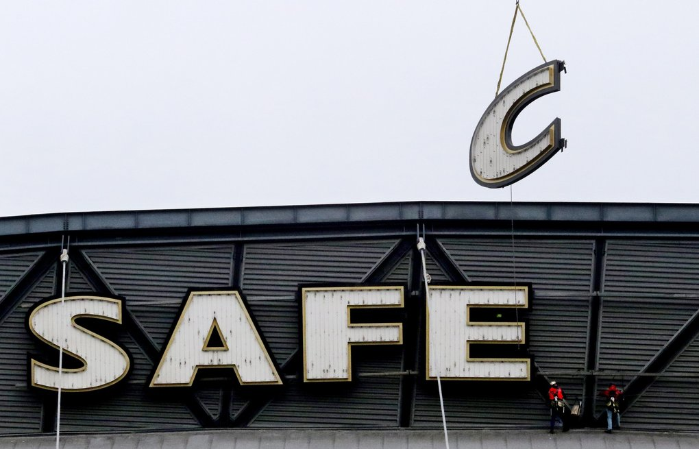 The letters come down at Safeco Field on Friday. The Mariners and Safeco Insurance had announced in June 2017 that the naming-rights agreement would not be extended after the 2018 season. (Alan Berner / The Seattle Times)