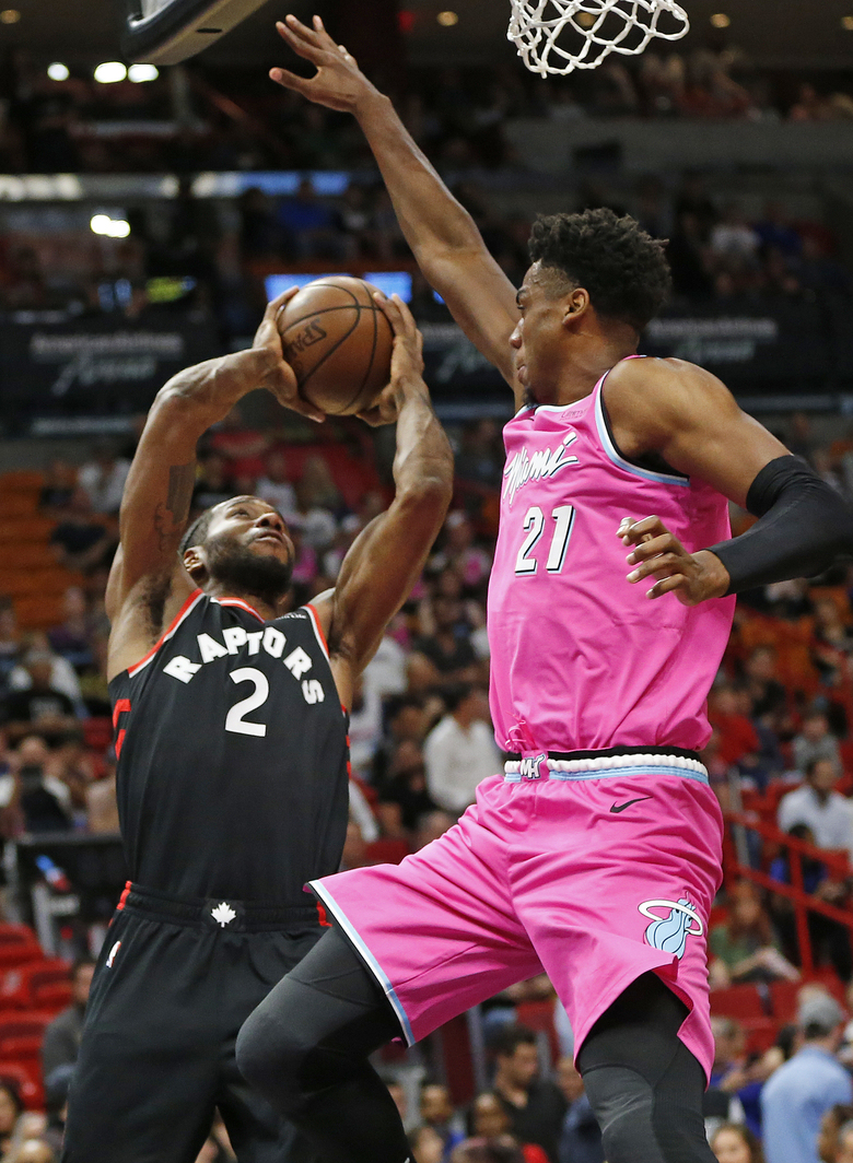 e89ccd3a7 Miami Heat center Hassan Whiteside (21) defends against Toronto Raptors  forward Kawhi Leonard (