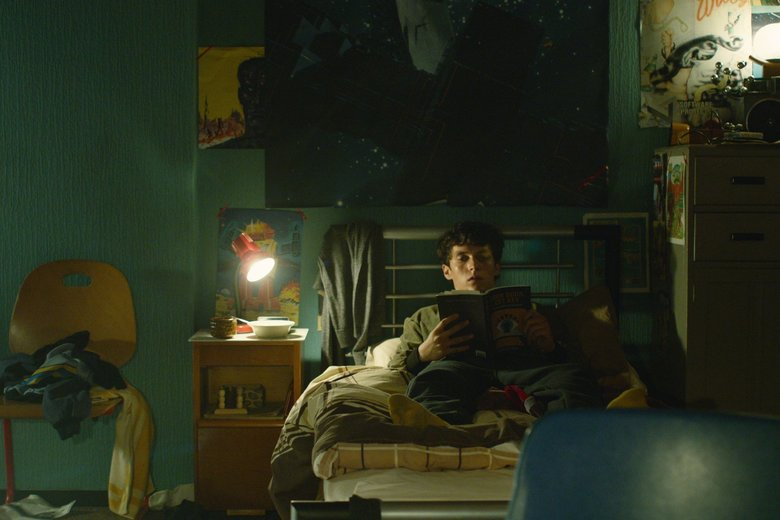 "Fionn Whitehead in ""Black Mirror: Bandersnatch.""  (Netflix)"