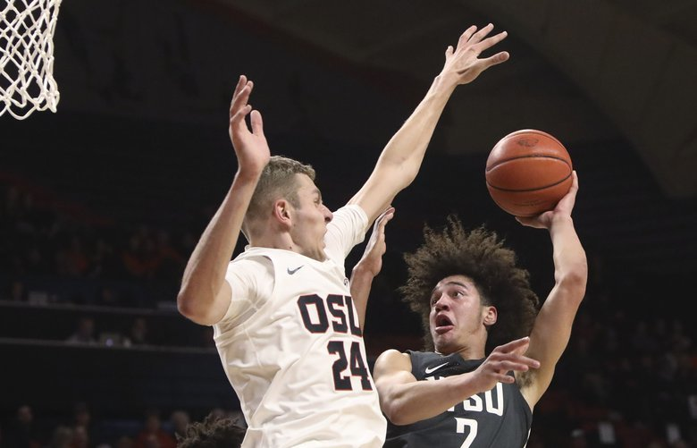 Oregon State's Kylor Kelley, left, defends against Washington State's CJ Elleby during the second half of an NCAA college basketball game in Corvallis, Ore., Thursday, Jan. 24, 2019. Oregon State won 90-77. (AP Photo/Amanda Loman)
